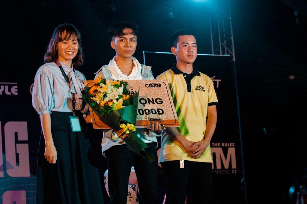Đỗ Minh Khang giành giải Triển vọng cuộc thi.